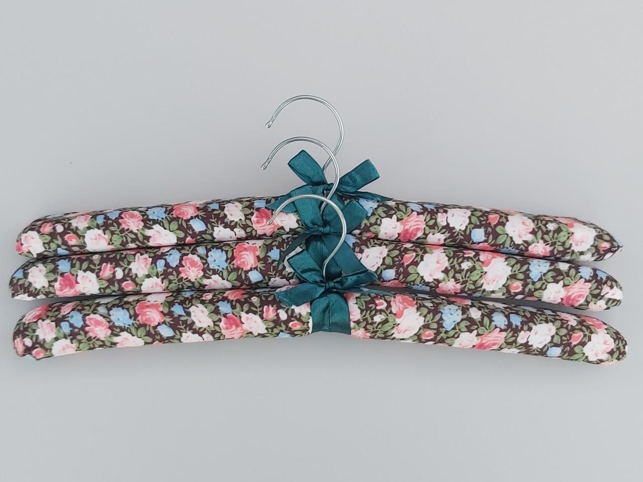 Плечики вешалки тремпеля мягкие тканевые для деликатных вещей цветастые, длина 38 см,в упаковке 3 штуки