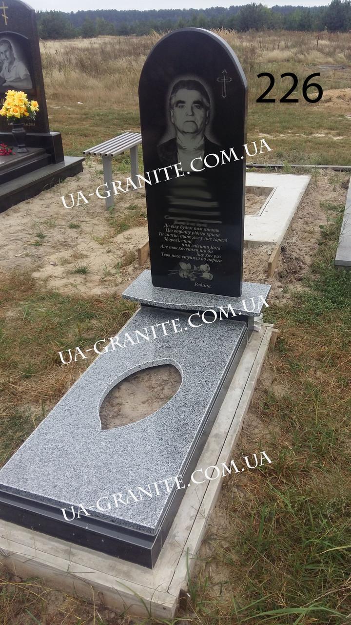 Пам'ятник із квітником та полкою