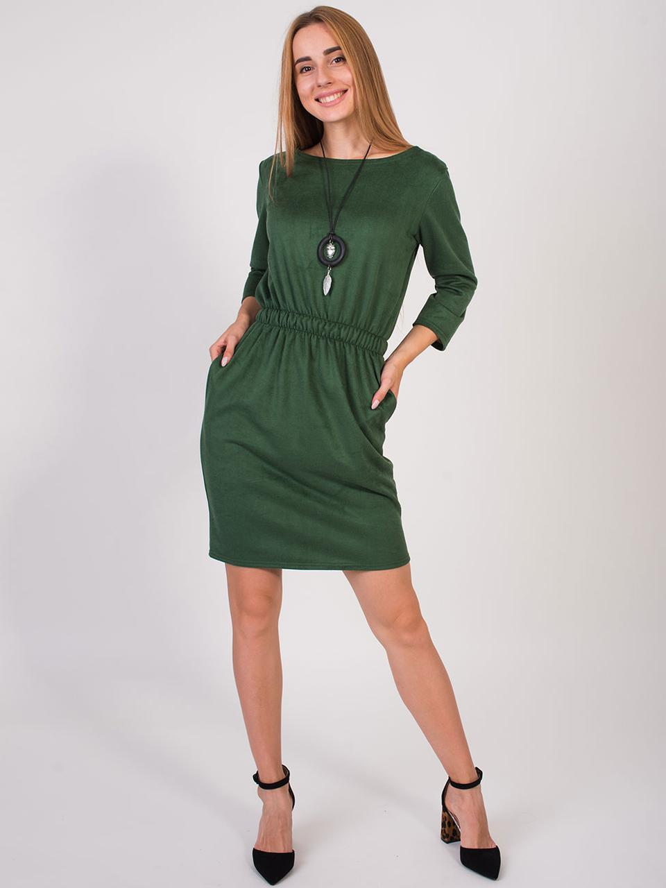 Платье с кулоном