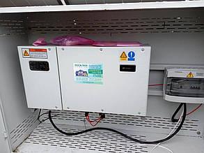 Пример антивандального шкафа с оборудованием: сетевым инвертором и шкафом защиты. На данном объекте таких установлено три.