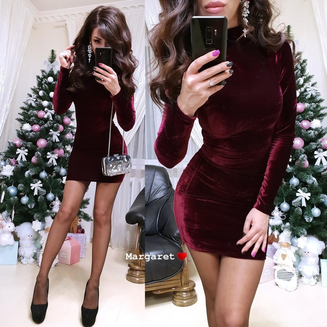 Бархатное платье бордового цвета