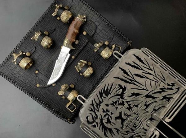 """Набор для барбекю """"Лев"""" (решетка, чарки, нож), в чехле из натуральной кожи"""