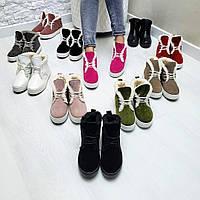 Женские ботинки из натуральной кожи и замши в разных цыетах.