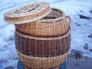 Корзина для белья овальная с двумя ручками и крышкой, плетенная из лозы