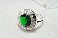 Шикарное серебряное кольцо с зеленым камнем и золотом