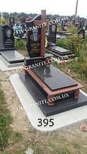 Пам'ятник закритим квітником червоний хрест із граніту