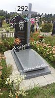 Пам'ятник із сірого граніту та хрестом
