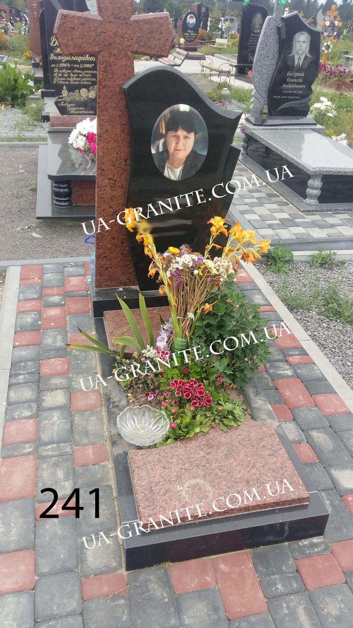 Пам'ятник з хрестом для мами кераміка квітник із граніту