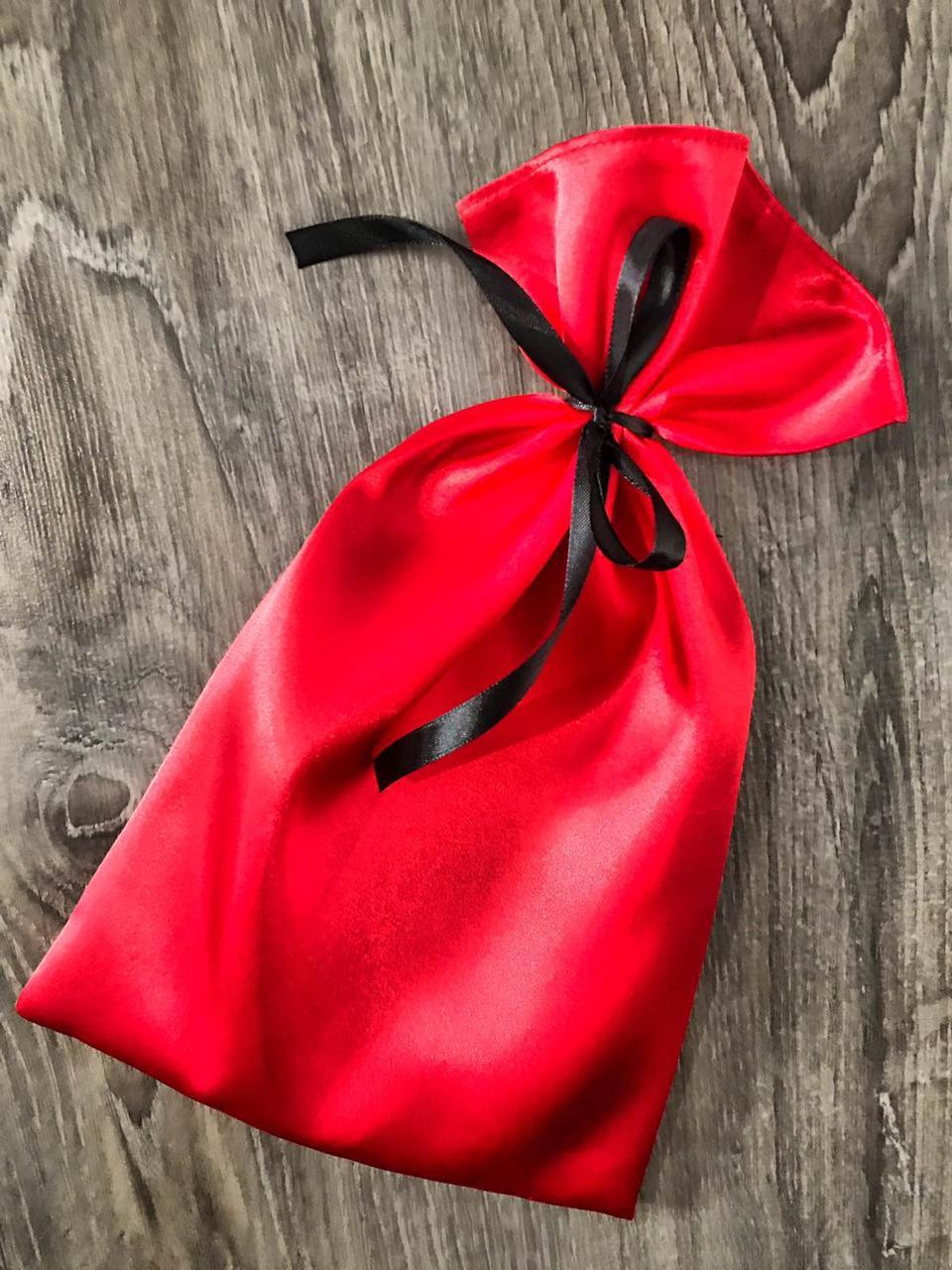 Красный атласный  мешочек.Стильный аксессуар для упаковки подарков.