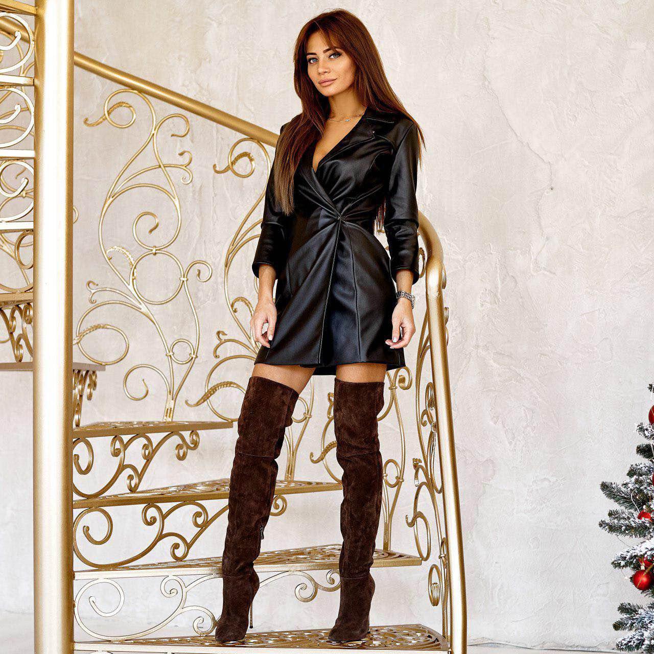Женское платье-жакет из экокожи черное