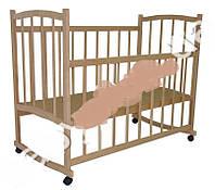 Детская кроватка деревянная на колесиках (Материал ольха)