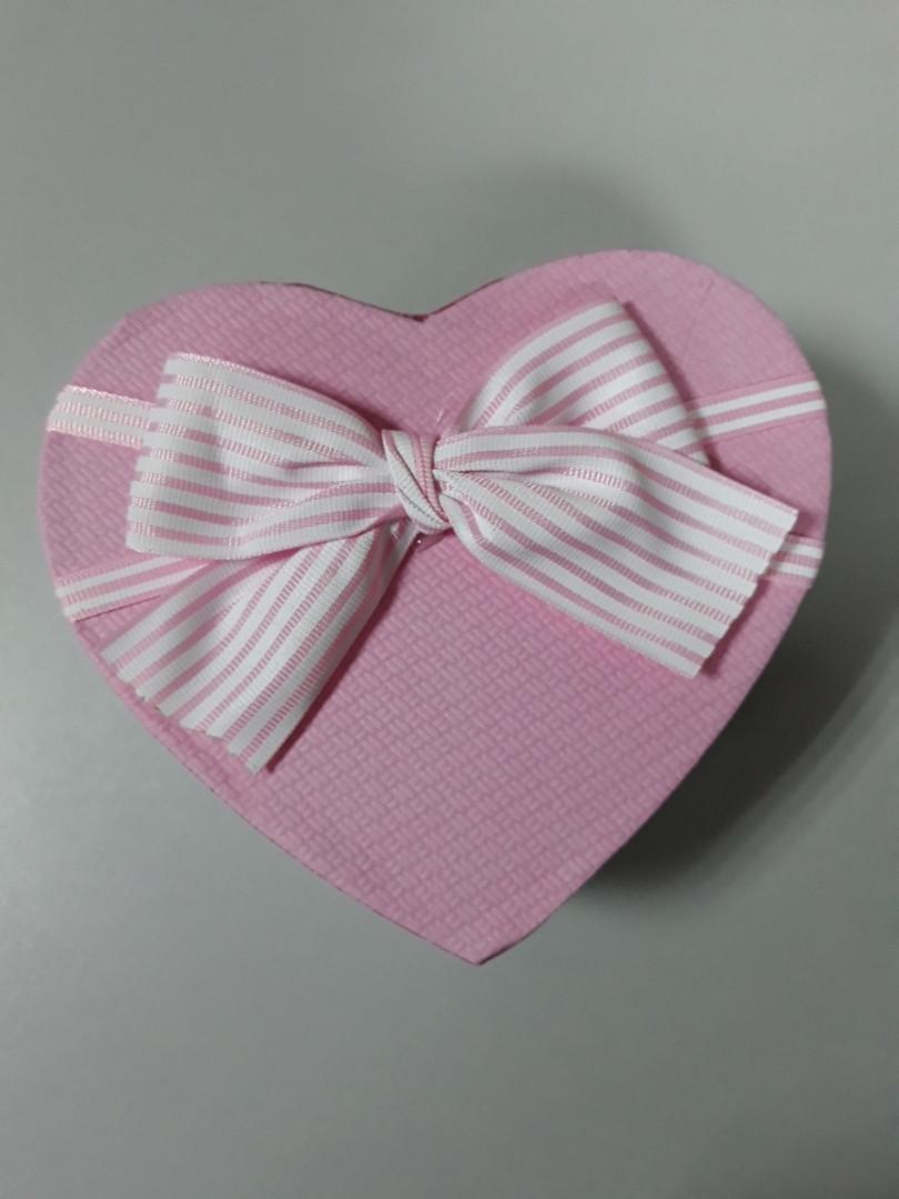 Подарочная коробочка в форме сердца розовая крышка с бантом 15.5 см