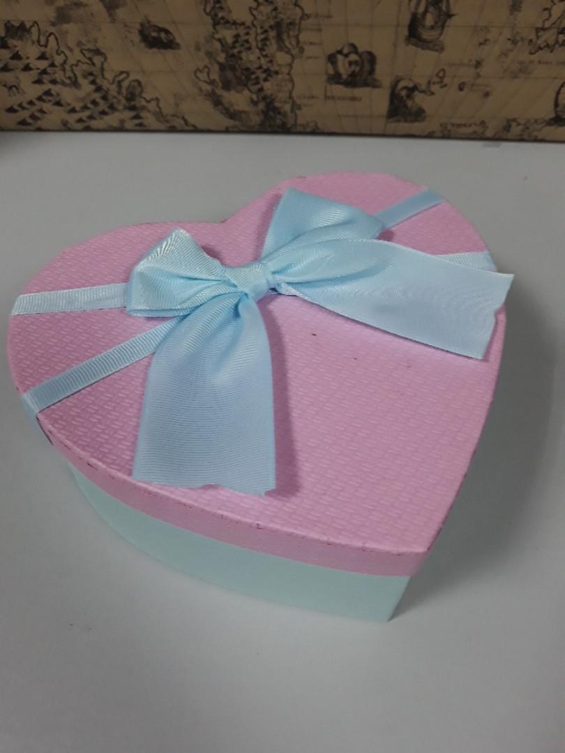 Подарочная коробочка в форме сердца голубая с розовой крышкой 18 см