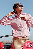 Легкая куртка ветровка с капюшоном розового цвета