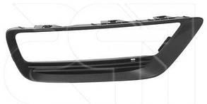 Правая решетка в бампере Хонда Аккорд 9 с отв. п/тум. / HONDA ACCORD 9 (2012-)