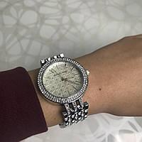 Женские наручные часы металлические в стиле майкл корс с камнями серебристые