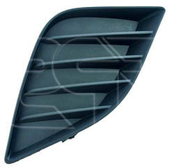 Правая решетка в бампере Тойота Королла E17 без отв. п/тум. / TOYOTA COROLLA E17 (2013-)