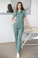 Красивый женский медицинский костюм стоматолога