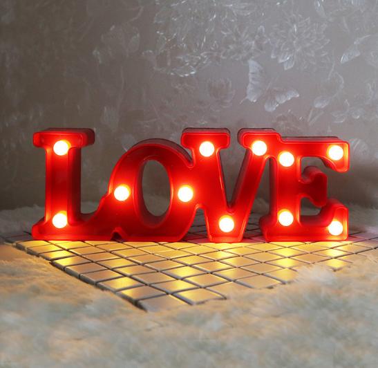 Нічник Love червоний