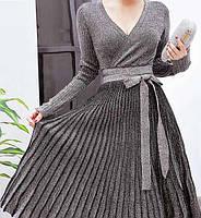 Женское нарядное платье с люрексом плиссированное серое