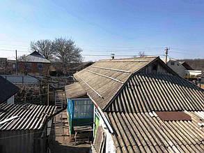 Установка алюмінієвих профілів на схилі даху флігеля.