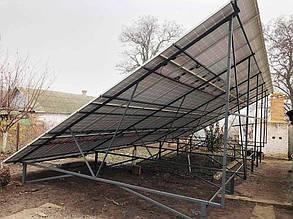 """По 52 солнечные панели """"Эджинг"""" установлены на нетиповых сварных фермах."""