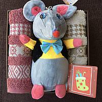 Подарочный набор с 2 полотенцами и очаровательной мышкой (символ 2020 года)