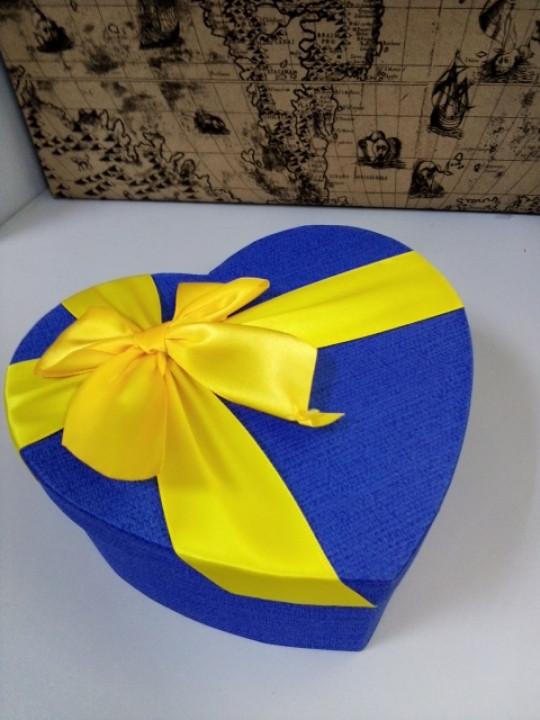 Подарочная коробочка в форме сердца синяя 18 см
