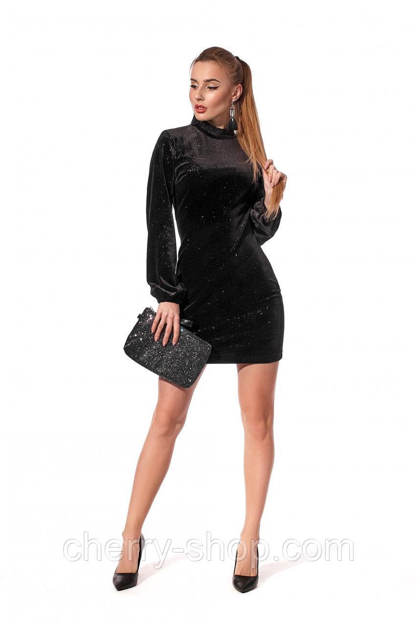 Вечернее приталенное платье из бархата с блестящим напылением