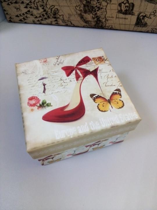 Коробочка подарочная квадратная рисунок туфелька 11 см