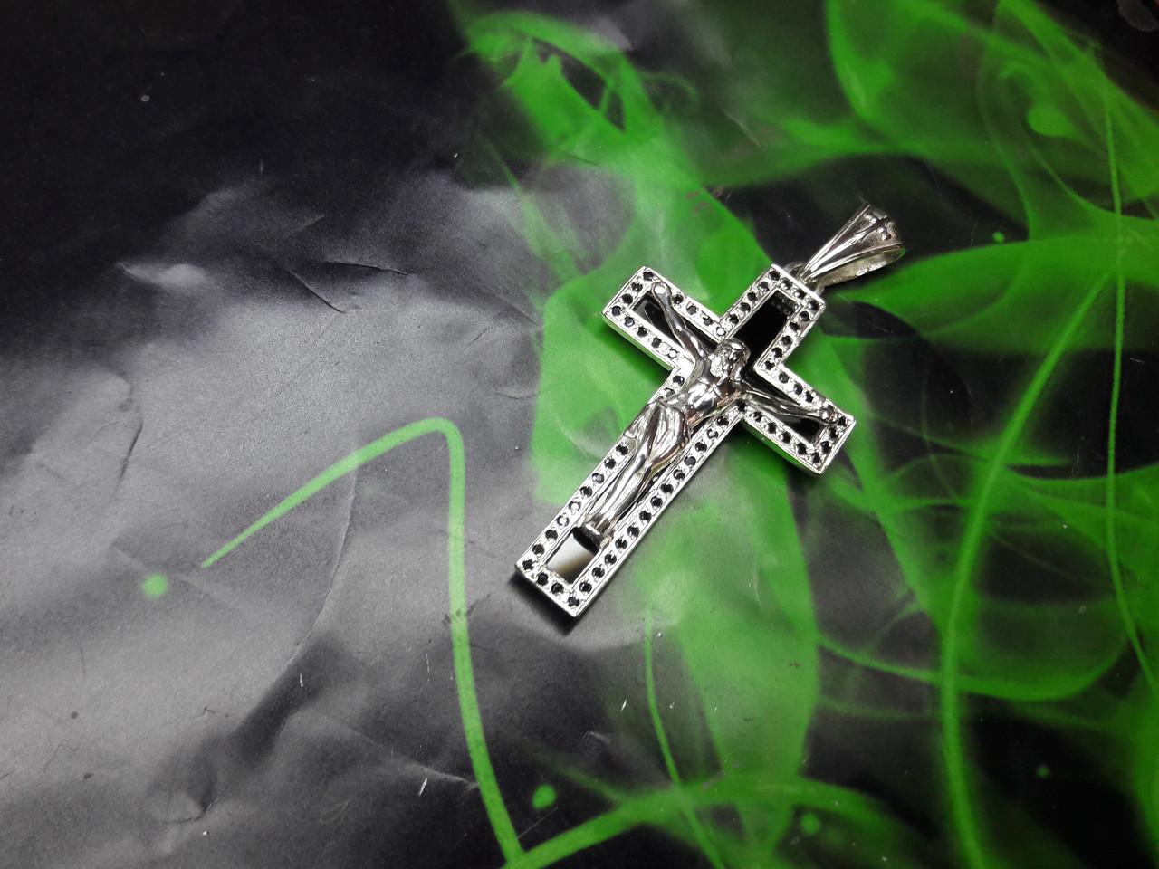 Серебряный крест с камнем оникс