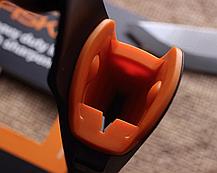 Нож общего назначения Fiskars для тяжелых работ с точилкой (1023619), фото 3
