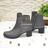 Ботинки женские кожаные на невысоком каблуке, цвет серый, фото 3