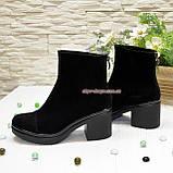 Ботинки женские на устойчивом каблуке, из натуральной замши черного цвета, фото 4