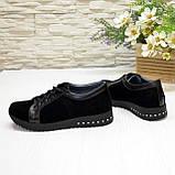 Женские замшевые кроссовки черного цвета, декорированы кожаными вставками, фото 3