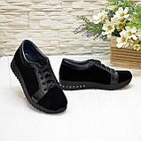 Женские замшевые кроссовки черного цвета, декорированы кожаными вставками, фото 4