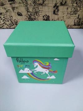 Коробочка подарочная квадратная зеленая с рисунком единорог 10 см