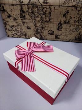 Коробочка подарочная прямоугольная красная с белой крышкой 19.5 см