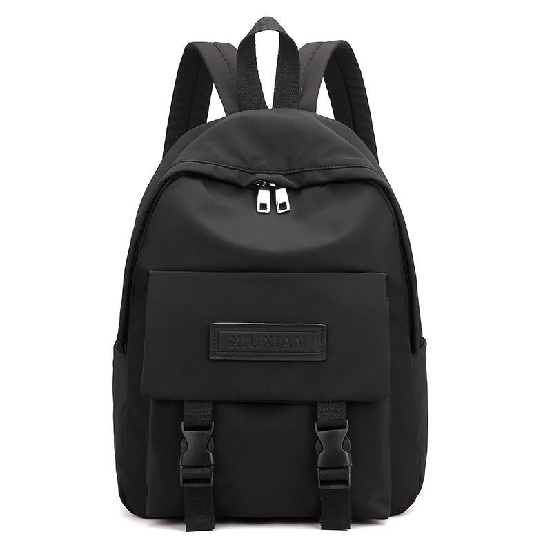 Рюкзак городской однотонный чёрный с водонепроницаемой пропиткой.