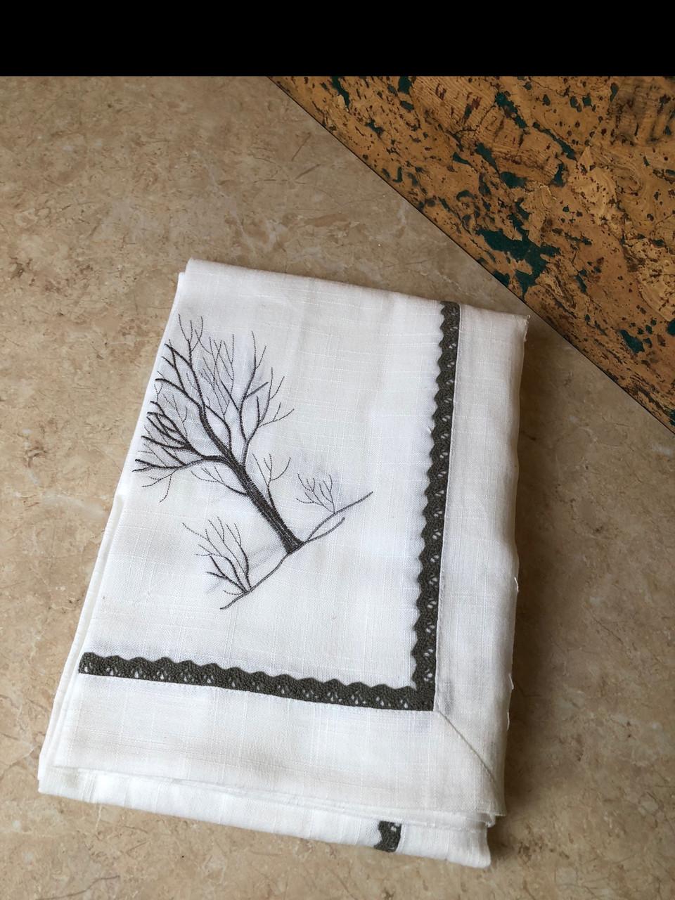 Скатерть белая с вышивкой для обеденного стола