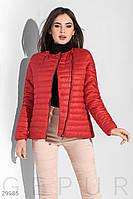 Короткая демисезонная куртка стеганая красная