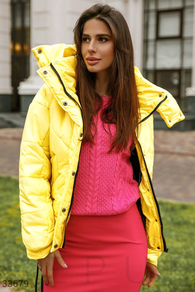 Женская короткая куртка на зиму желтая