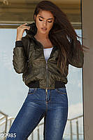 Женская короткая куртка-бомбер хаки