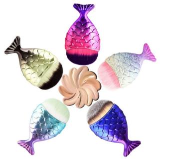 Кисть для макияжа рыбий хвост