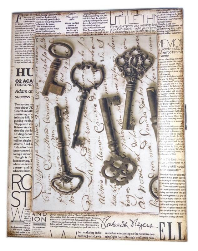 """Ключница """"Ключи"""", газета ,массив дерева (25,5х19,5х5,5 см.)."""