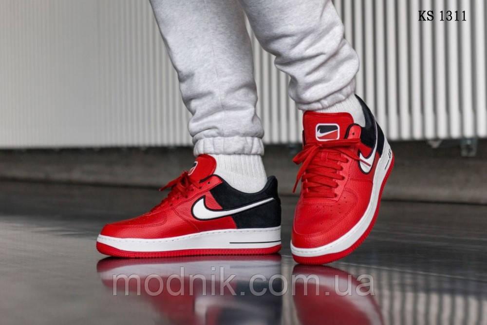 Мужские кроссовки Nike Air Force 1 07 LV8 (красно-белые)