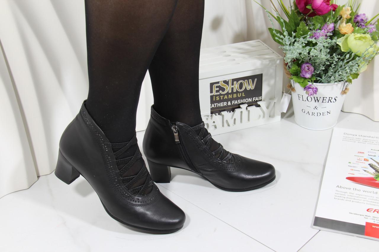 Демісезонні шкіряні черевики на середньому каблуці ANASSANA 0401