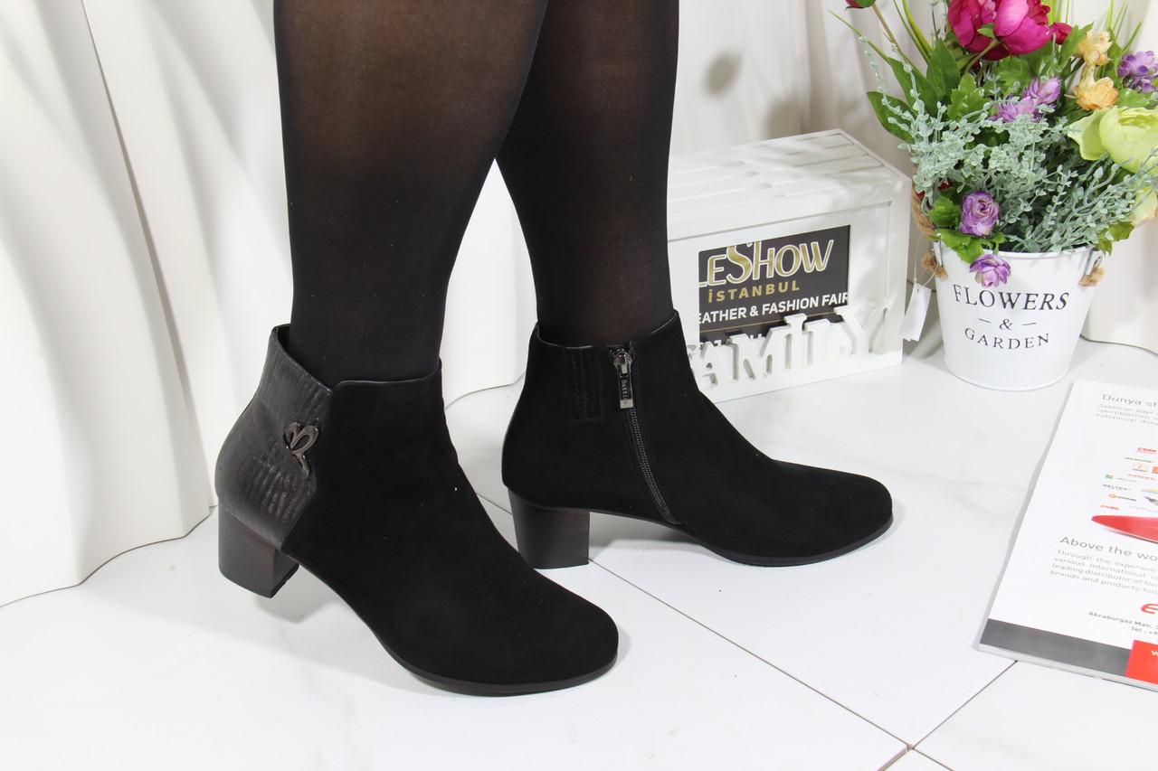 Осінні замшеві туфлі на середньому каблуці Battine B474
