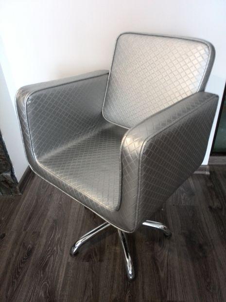 Перукарське крісло гідравліка Польща для салону краси JUSTINE