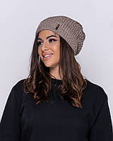Вязаная женская шапка на зиму